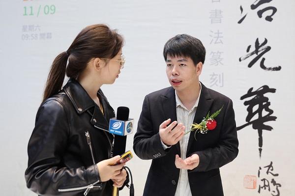 24.徐老师接受直播贵阳的采访.JPG